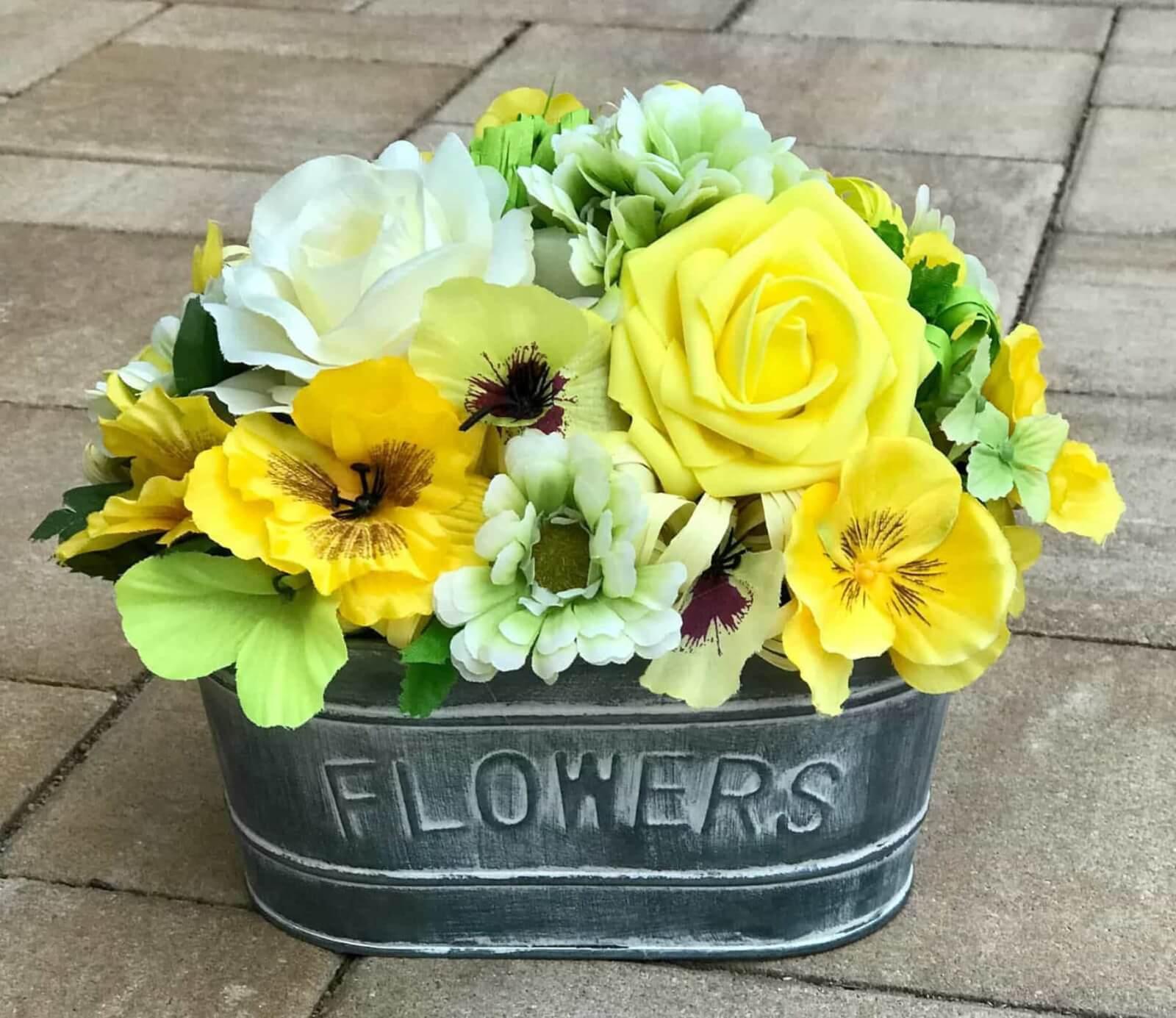 Dekorační květináč žlutý