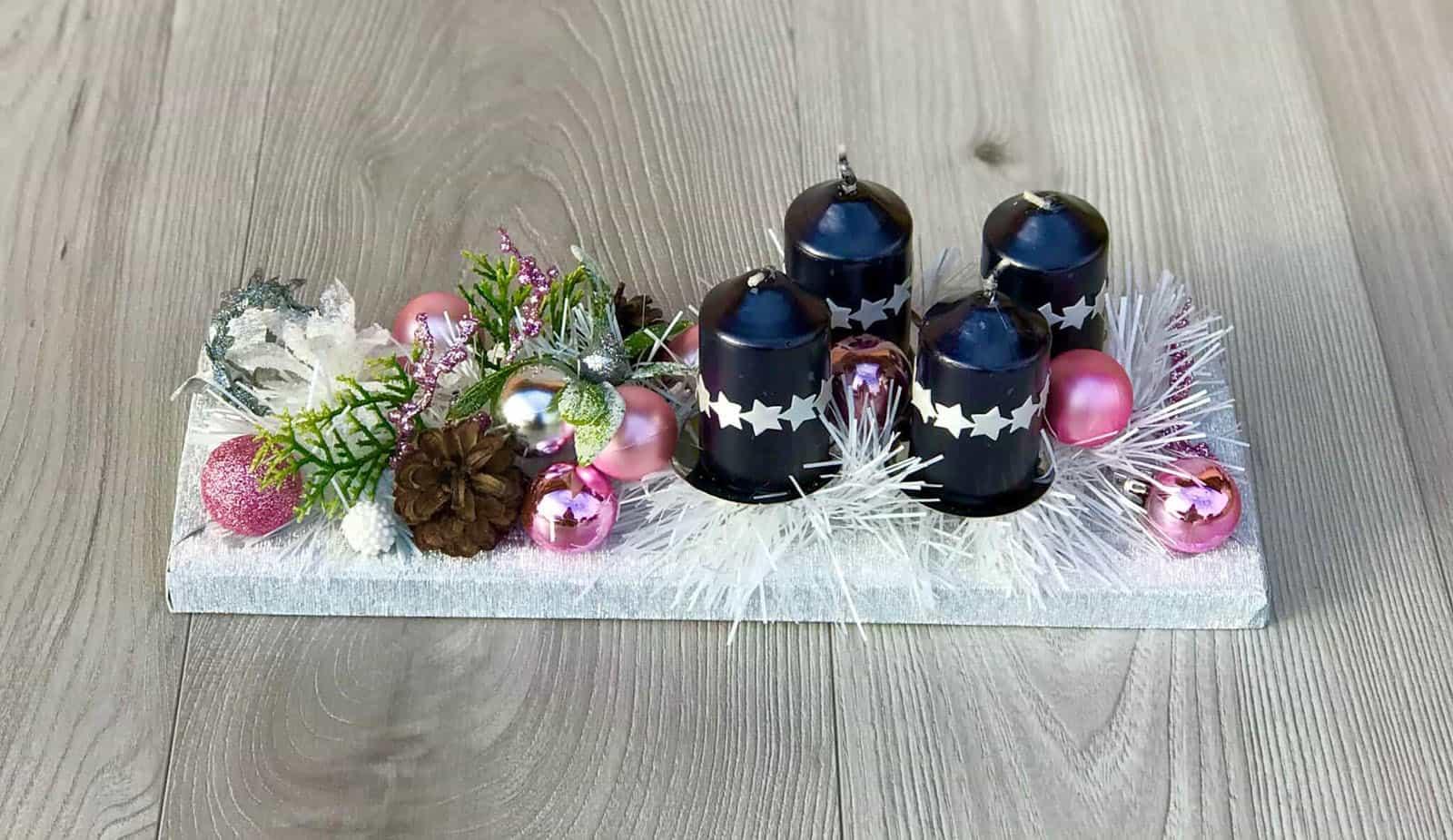 Adventní svícen s černými svíčkami