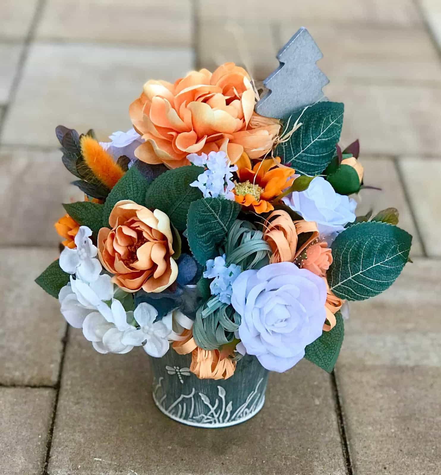 Květináček v oranžové barvě